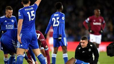 Espeluznante lesión: Daniel Amartey se fracturó el tobillo ante West Ham de Chicharito