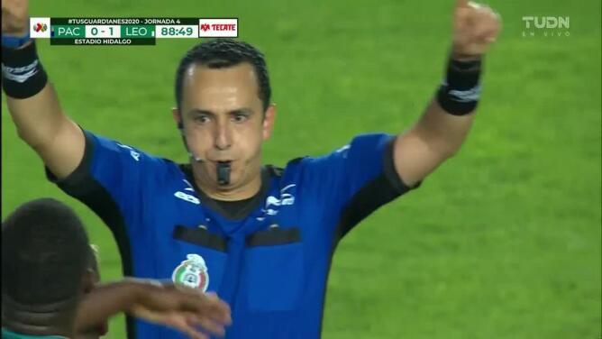 ¡Expulsión! El árbitro saca la roja directa a Felipe Pardo