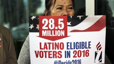 Los candidatos (casi) no les hablan a los latinos en español