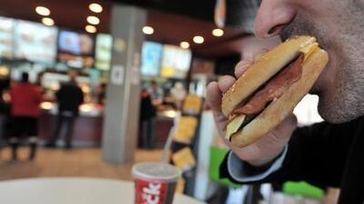 8 cosas que hacen que comamos más (y que no solemos tener en cuenta)