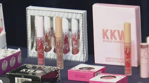 Autoridades de California advierten sobre los peligros de usar cosméticos falsificados