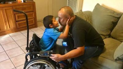 Padre del 'Niño milagro' lucha para que no lo deporten tras vivir 27 años en EEUU