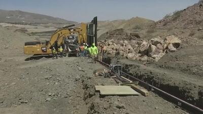 Grupo simpatizante del presidente Trump comienza la construcción de un muro en la frontera