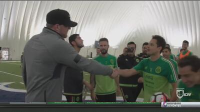 J.J. Watt visitó a Javier 'Chicharito' Hernández y la selección mexicana de fútbol