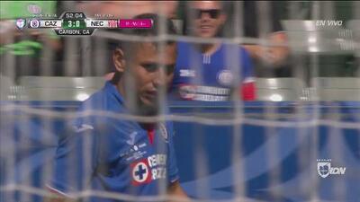 El 'Cata' Domínguez remata y sacude la red por fuera, ahogando el grito de gol