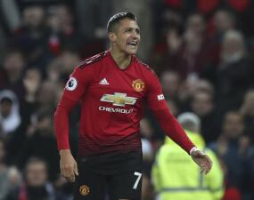 En fotos: Alexis salvó a Mourinho y al United del empate en Old Trafford ante Newcastle