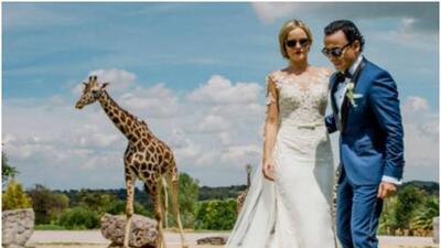 Adal Ramones se casó con Karla de la Mora con jirafas como testigos