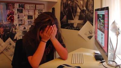 La eufórica reacción de una fan de Justin Bieber al escucharlo cantar en español