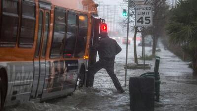 Emiten alertas por posibles inundaciones sorpresivas en el sur de California
