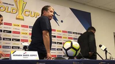'Bolillo' Gómez se burló de su esposa al final de la conferencia de prensa