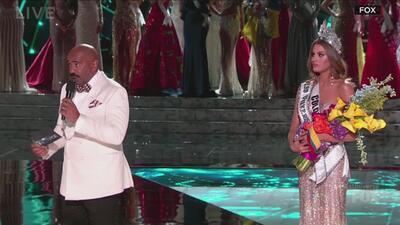 Steve Harvey comete un error en la final de Miss Universo