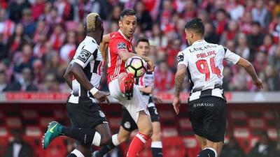Benfica, sin Raúl Jiménez, empata y pierde terreno en el liderato