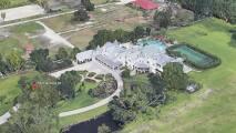 Invitan a su boda en su mansión del sur de Florida, pero resulta no ser de ellos