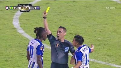 Tarjeta amarilla. El árbitro amonesta a Alberth Elis de Honduras