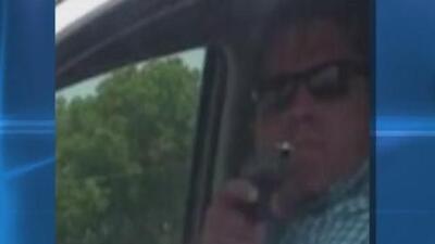 Hombre que le sacó un arma a una conductora en plena autopista alega defensa propia