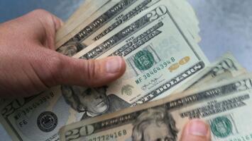 El aumento del salario mínimo en 20 estados y otras leyes que entran en vigor este 2021