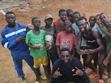 Kei Kamara juega un partido callejero en su Sierra Leona natal