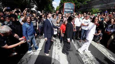 En fotos: fanáticos recrean la portada de 'Abbey Road' de The Beatles 50 años después