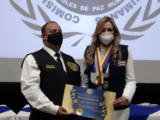 Evelyn Vázquez juramenta como la 'Cónsul de Paz Mundial' y recibe la medalla 'Martin Luther King'