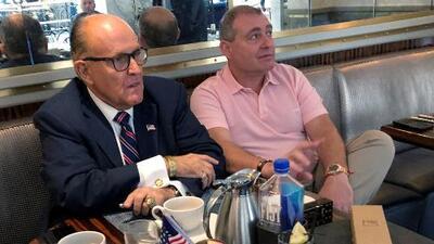 En un minuto: El arresto de dos asociados de Giuliani apunta a una supuesta red de compra de influencias