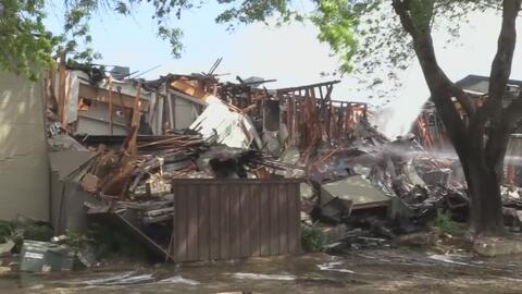 Voraz incendio destruye 20 apartamentos en Irving, Dallas
