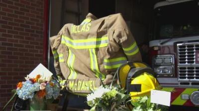 Extrovertido y bromista, así recuerdan al bombero de Dallas que murió cuando se desplomó un helicóptero en Nueva York