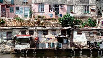"""El Fanguito: la vida en un barrio """"lleva y pon"""" de La Habana"""