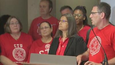 Maestros de las Escuelas Públicas de Chicago votan a favor de la realización de una huelga