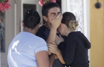 Entre llanto y fortaleza: así recordaron a las víctimas del tiroteo fatal en el Festival del Ajo en California