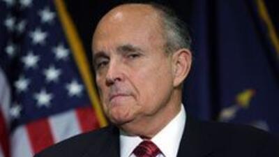 Rudy Giuliani considera conflictiva construccion de mezquita en Zona Cero.