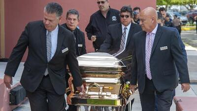 Féretro donde velaron a José José era similar al usado en el funeral de Michael Jackson