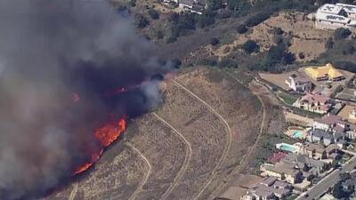 'Área de la Bahía en un Minuto': grave incendio generó pánico en las colinas de Oakland