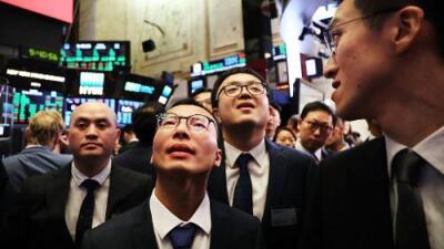 Comienza la guerra comercial: China impone aranceles a 128 productos de EEUU y la bolsa de NY se desploma