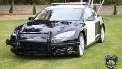 ¡Prepárense malhechores! La policía de California enlistó el primer carro eléctrico