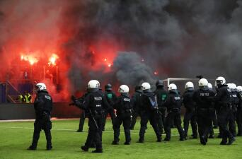 El descenso del Hamburgo provocó fuertes disturbios en las tribunas