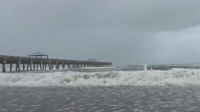 Las condiciones mejoran en Juno Beach tras el paso de Dorian y el aeropuerto de Palm Beach será reabierto