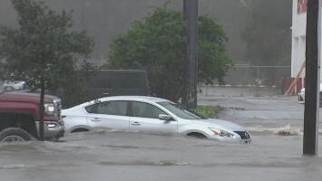 """""""Lo peor ha terminado"""": inundaciones repentinas en el sureste de Houston debido a las tormentas"""