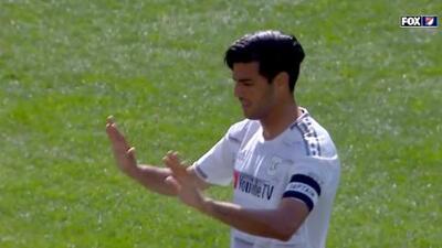 En 45 minutos: Carlos Vela falla un penal, marca un golazo y da una bella asistencia