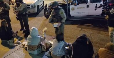 Confirman más de 350 arrestos por fiestas clandestinas en plena crisis de coronavirus en Los Ángeles