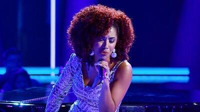 Cantando acompañada de un piano, Melaner Quiroz ofrece una versión balada del tema 'El perdón'