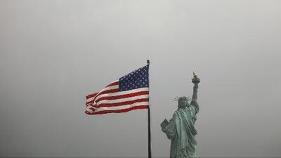 Explicamos la nueva regla del gobierno de Trump que elimina la ciudadanía automática a los hijos nacidos en el exterior de algunos funcionarios estadounidenses