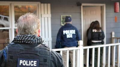 ¿Por qué ICE está enviando indocumentados arrestados a hoteles?