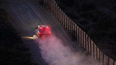 Investigan a una familia acusada de usar 'coyotes' para pasar a sus dos hijos por la frontera