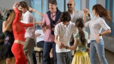 Pon a todos a bailar con tu música del celular