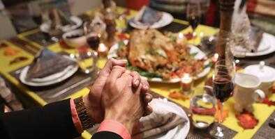 Familia hispana de 9 personas se contagia de coronavirus tras celebraciones de fin de año