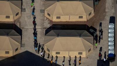 """En un minuto: Bachelet """"impactada"""" por las condiciones de detención de los migrantes en EEUU"""