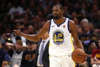En fotos: Kevin Durant se despacha con 43 puntos y pone a Warriors cerca del título