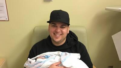 Flash, flash: Rob Kardashian es pura ternura con su bebé en brazos