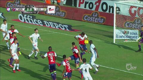 ¿Penal? Una mano en el área del Veracruz no fue marcada por el árbitro
