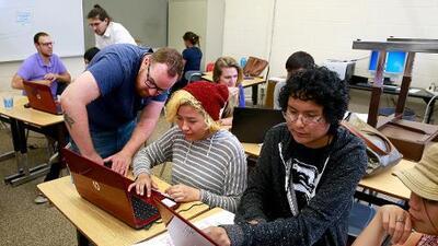 Nuevo programa experimental permitirá a estudiantes de bajos recursos pagar por carreras cortas con ayuda financiera federal